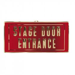"""Skylt med texten """"Stage door entrance"""""""