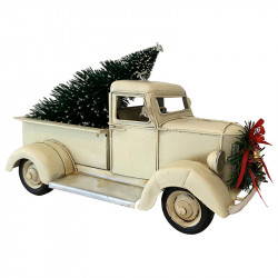 Bil med julgran för dekoration