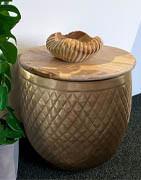 Möbler | Köp dina stolar, bord, korgar m.m. här ⇒ Brondsholm.se